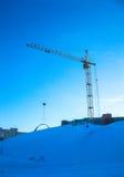 gru dei lavori di costruzione di inverno Fotografia Stock