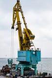 Gru del carico nel porto Fotografie Stock Libere da Diritti