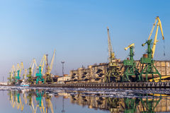 Gru del carico nel porto Fotografie Stock