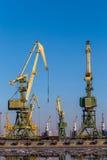 Gru del carico nel porto Immagine Stock