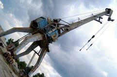 Gru del porto e cielo scuro Fotografia Stock Libera da Diritti