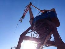Gru del porto sul bacino fotografia stock