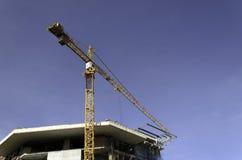 Gru della costruzione e costruzione in costruzione Fotografia Stock
