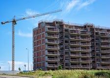 Gru della costruzione e costruzione in costruzione Immagine Stock Libera da Diritti