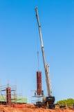 Gru della muffa delle colonne della costruzione Immagini Stock Libere da Diritti