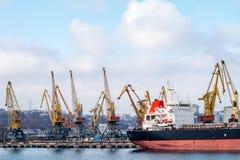 Gru di argo del  di Ñ nel porto Fotografia Stock Libera da Diritti