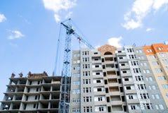 Gru di costruzione del complesso di alloggiamento di Buiding Fotografie Stock