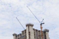 Gru di costruzione del grattacielo Immagine Stock