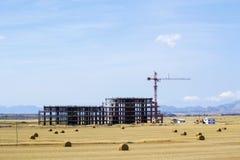 Gru di costruzione e costruzione non finita Fotografia Stock