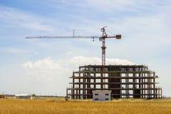 Gru di costruzione e costruzione non finita Fotografia Stock Libera da Diritti