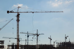 Gru di costruzione nel cielo Fotografie Stock Libere da Diritti