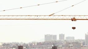 18 05 2019 gru di Kunming, Cina sul cantiere in città cinese archivi video