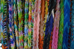 Gru di origami che appendono a Kyoto, Giappone Immagini Stock