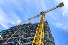 Gru e costruzione in costruzione Immagine Stock Libera da Diritti