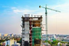 Gru e costruzione di edifici Immagine Stock