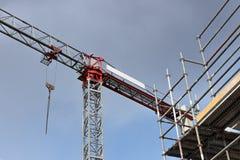 Gru e costruzione di edifici Derisione su immagini stock