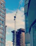 Gru e grattacieli di costruzione Fotografia Stock