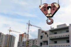 Gru e luogo della costruzione di edifici Immagine Stock Libera da Diritti