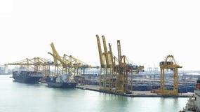 Gru e merci nel porto Fotografia Stock Libera da Diritti
