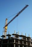 Gru e nuova costruzione. Immagini Stock