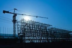 Gru e sito della costruzione di edifici Fotografia Stock