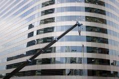 Gru ed alta priorità bassa della costruzione Fotografie Stock Libere da Diritti