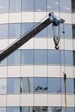 Gru ed alta priorità bassa della costruzione Immagini Stock Libere da Diritti