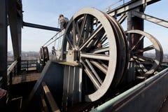 Gru Landschaftspark, Duisburg, Germania dell'ascensore della ruota del cavo fotografie stock libere da diritti