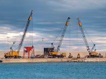 Gru naval au bord de mer de Monopoli. Apulia. Image stock