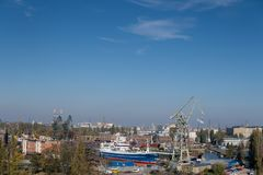 Gru nel cantiere navale di Danzica fotografie stock