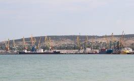 Gru nel porto marittimo sul Mar Nero immagine stock libera da diritti