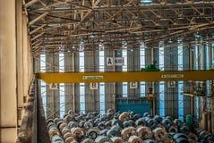 Gru a ponte della fabbrica d'acciaio della bobina Fotografia Stock