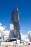 Gru sul cantiere del grattacielo Fotografia Stock Libera da Diritti