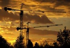 Gru a torre al tramonto Immagine Stock