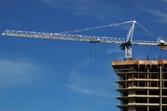 Gru a torre ed edilizia Immagine Stock
