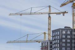 Gru a torre sul cantiere a Stoccolma Svezia Immagine Stock