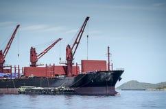 Gru a torre sulla barca Fotografie Stock Libere da Diritti