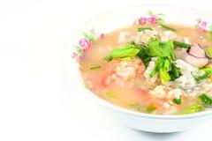 Gruau de riz avec du porc, la crevette et le squid, petit déjeuner thaïlandais photographie stock