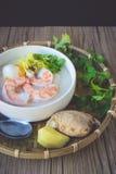 Gruau de riz avec la crevette et l'oeuf, ton de vintage, nourriture thaïlandaise, thaïlandaise Image stock