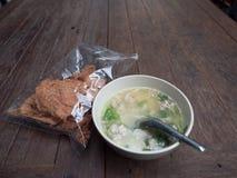 Gruau de riz et porc sec croustillant photos stock