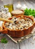 Gruau de sarrasin avec des champignons de couche Photos libres de droits