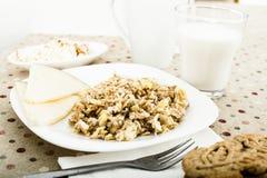 Gruau des flocons de différentes variétés de grain, fromage Images libres de droits