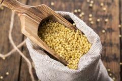 Gruaux jaunes de millet photo stock