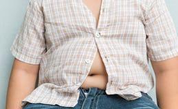 Gruba chłopiec nadwaga Ciasna koszula zdjęcia royalty free