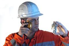 Grubenarbeitskraft mit Felsen Stockbilder