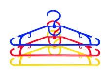 Grucce per vestiti di Plastik isolate su bianco Immagine Stock Libera da Diritti