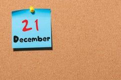 Grudnia 21st dzień 21 miesiąc, kalendarz na korkowej zawiadomienie desce kwiat czasu zimy śniegu Opróżnia przestrzeń dla teksta Obrazy Royalty Free