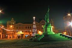 GRUDZIADZ,波兰- 2015年11月27日:圣诞树和装饰在Grudziadz,波兰老镇  免版税库存图片