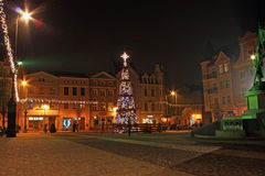 GRUDZIADZ, POLEN - NOVEMBER 27, 2015: Kerstboom en decoratie in oude stad van Grudziadz, Polen stock afbeelding