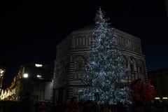 9 2017 Grudzień: Boże Narodzenia w Florencja, choinka w piazza Del Duomo w Florencja Zdjęcia Royalty Free